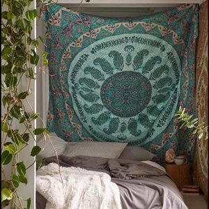 Urban Outfitters Tapestry paisley boho green l